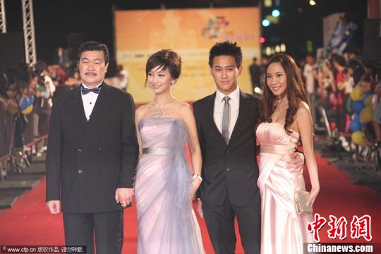 赵雅芝的儿子黄恺杰图片_赵雅芝小儿子进军娱乐圈被赞最帅星二代--岱山新闻网
