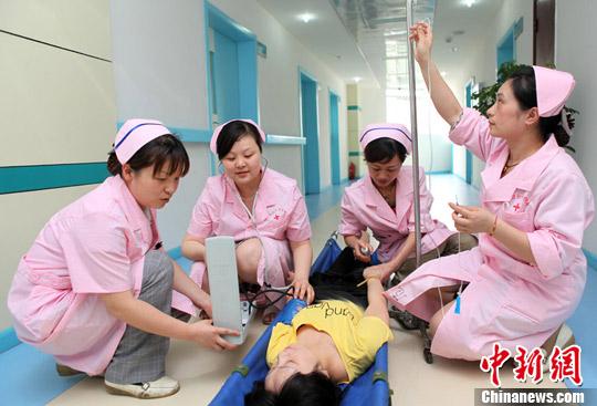 重庆/2012年5月7日,重庆市永川区红十字医院举行火场报警、火灾扑救...